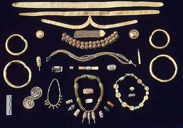 коллекция золотых и агата