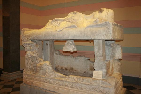 Саркофаг, найденный в склепе близ Керчи 2 в.