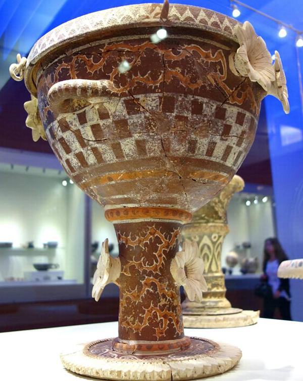 1900-1700 г.до н.э. Крит. Kamares-стиль.