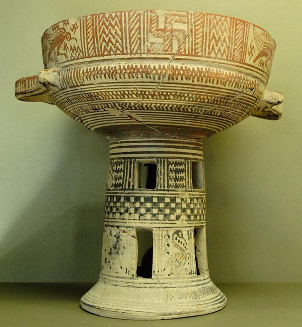 715 гг. до н.э-свастика--