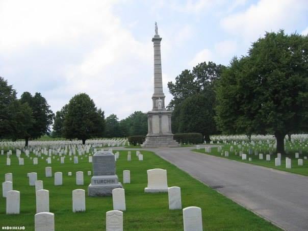 Турчанин на военном кладбище в Маунт-Сити