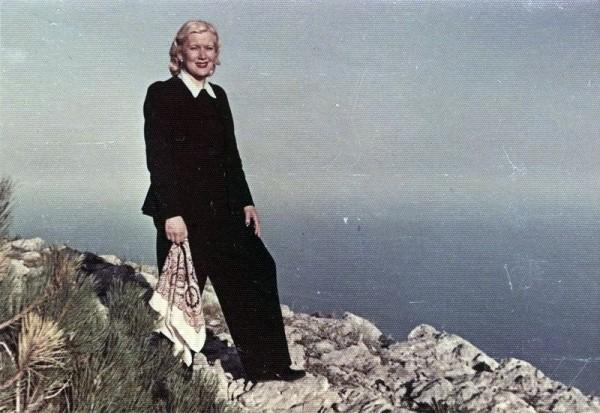 1949-Любовь Орлова на вершине Ай-Петри