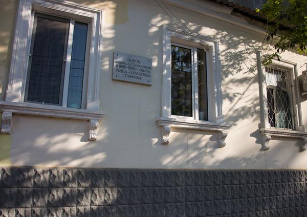 Анна Ахматова жила в соседнем доме в 1905-1906г.г.
