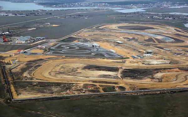 3-строительство большой гоночной трассы.