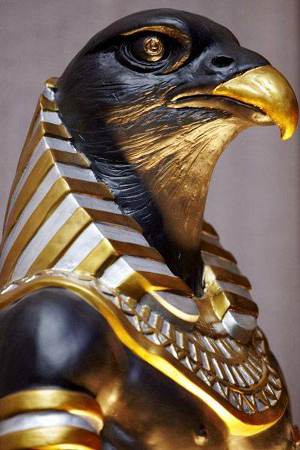 Tut's - гора, сын богини Исиды