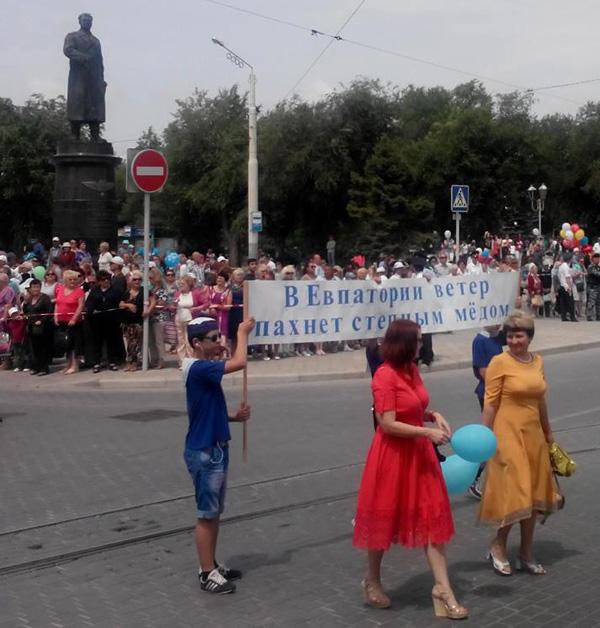 1- писателем Борисом Лавреневым!