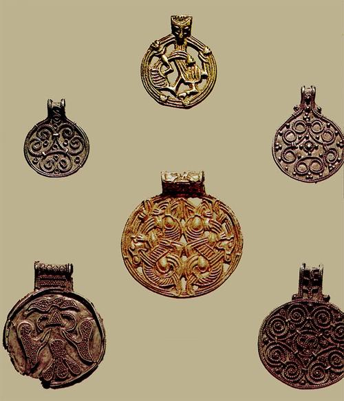 10 век-Серебряные подвески, найденные близ Гнездово.