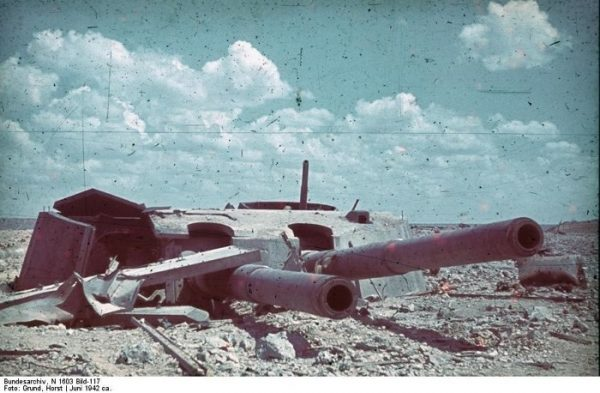 1942 год-разрушеный форт максим горький