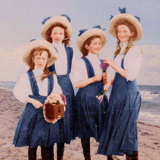 девочки на море