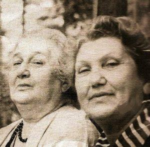Анна Ахматова и Ханна Вульфовна Горенко-Райцин. 1960-е годы.