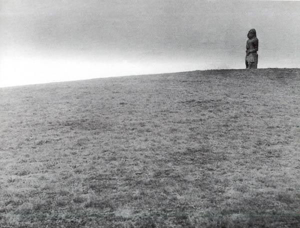 Аскания-Нова. Каменная баба на кургане в степи 1934 г.