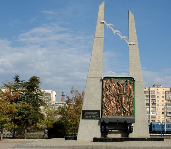Памятник депортированным народам в Евпатории