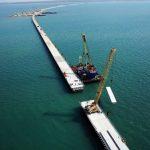 Сборка пролётов между опорами Керченского моста