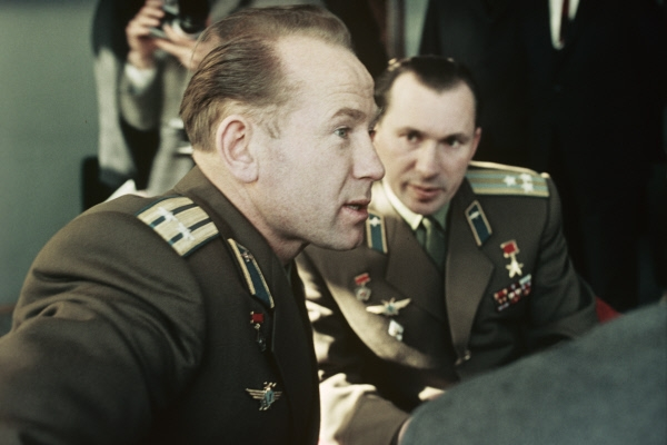 1966 Летчики-космонавты Алексей Леонов и Павел Беляев