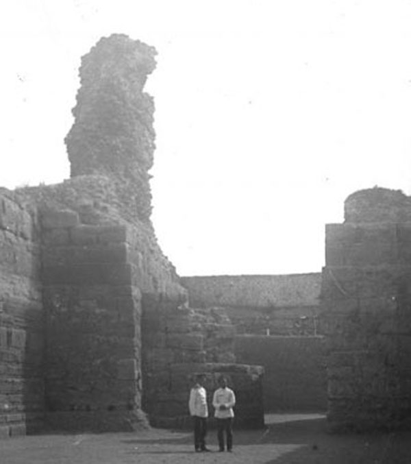 1-в пространстве между оборонительными стенами карантин-бухта