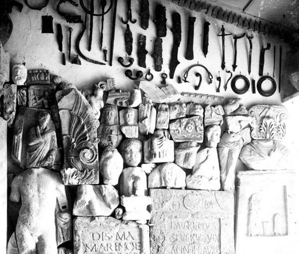 11- каменные надгробия и архитектурные детали, выше на стене музея - железные и бронзовые изделия и под потолком-- - коллекция глиняных грузил