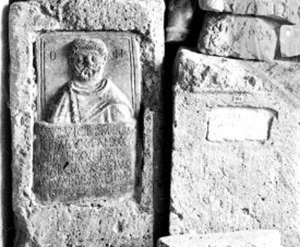 11- каменные надгробия и архитектурные детали, выше на стене музея - железные и бронзовые изделия и под потолком= - коллекция глиняных грузил