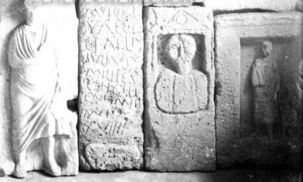 11- каменные надгробия и архитектурные детали, выше на стене музея - железные и бронзовые изделия и под потолком - коллекция глиняных грузил