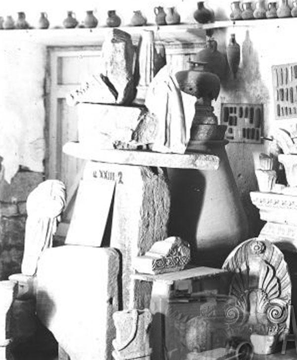 9Вид экспозиции с собранием разнородных памятников из раскопок Херсонеса