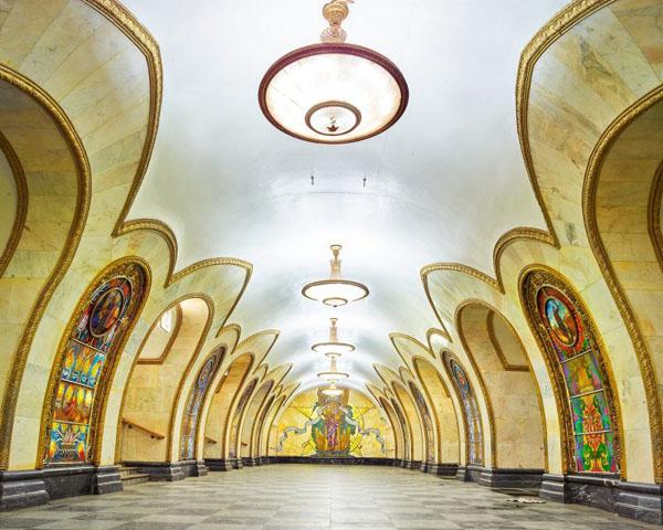 Novoslobodskaya-Metro-Station-Moscow-800x640