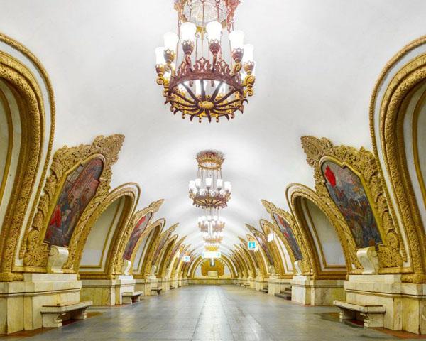 Novoslobodskaya-Metro-Station-Moscow_2-800x640