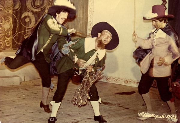Спектакль «Лекарь по-неволе» Ж.-Б. Мольера, реж. О.Пермяков (на фото крайний слева)