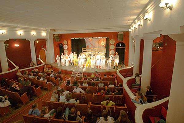 01-theater-2