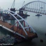 Автодорожную арку Керченского моста поднимают на фарватерные опоры