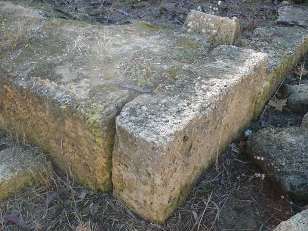 Камни древней Керкинитиды на территории Карантинного мыса (санаторий МО)