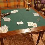 Стол для карточных игр