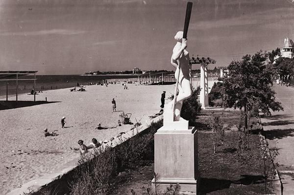 Набережная им. Горького и пляж.-1951
