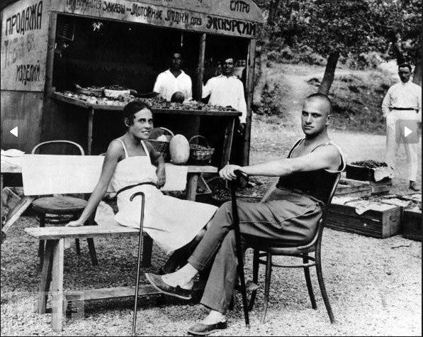 Маяковский и Лиля Брик. (Ялта, 1926г.)