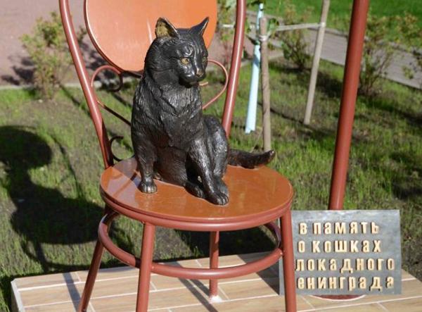 кошка-памятник