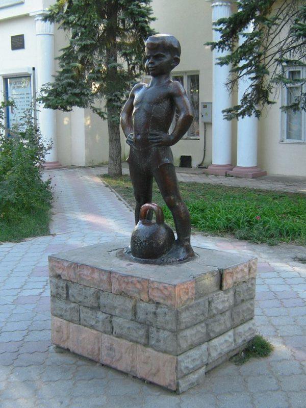 Мальчик с гирей-50 лет- Шмаков
