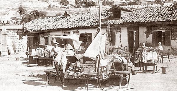 Крымчане после землетрясения в сентябре 1927 года