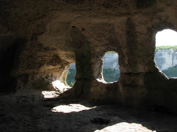 Эски-Кермен -пещерные окна