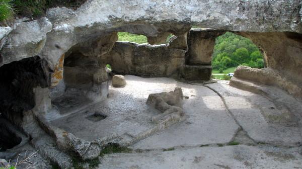Эски-Кермен - пещерный город