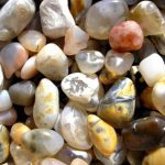 Какие полудрагоценные камни находят на пляжах Крыма?