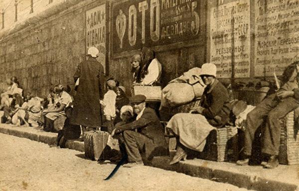 Сентябрь 1927 года. Курортники в ожидании парохода