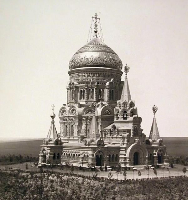 Храм, построенный недалеко от места крушения