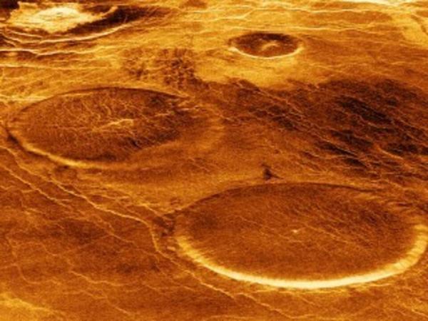 21-окт-volcanoes-on-venus-detlev-van-ravenswaay_piaoa