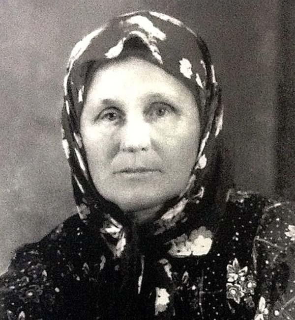 Корнилова Ольга Матвеевна.с.Курортное. Мама Русская.-фото из архива