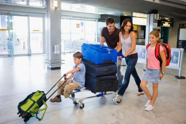 ПМЖ- family_airport_baggage-