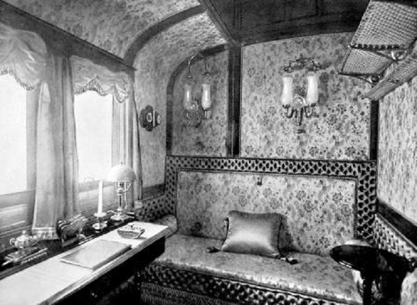 33.из 2-х спальных половин превращалось в салон.