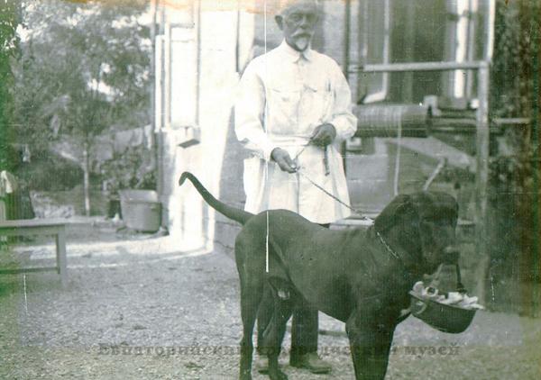 Черкес С.И. с собакой.