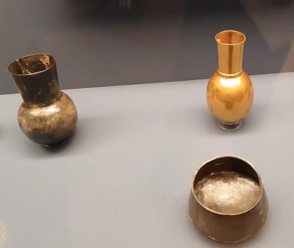 20 сосудов из серебра и золота