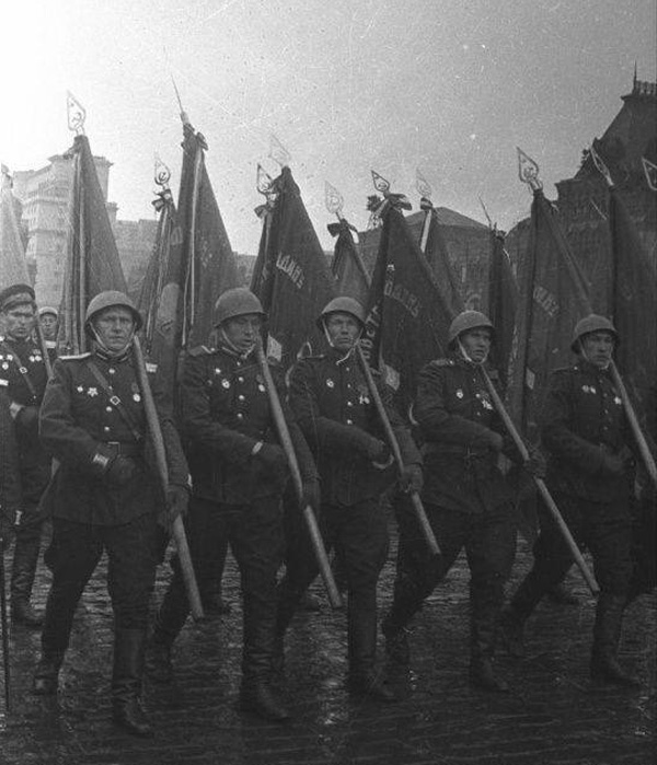 24 июня-Парад Победы. Знаменосцы