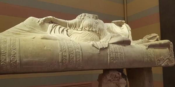 греч саркоф-крышка в виде ложа-клине