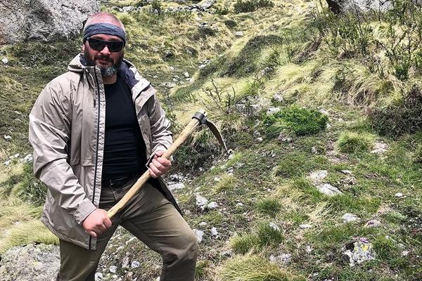 Миколог Михаил Вишневский отправился в горы за уникальным грибом кордицепсом, который управляет поведением насекомых и помогает китайцам выигрывать Олимпиады. Фото: Личный архив