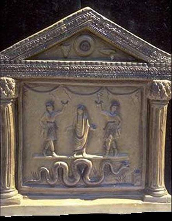 Лари-Larentalia,праздник- Acca Larentia.